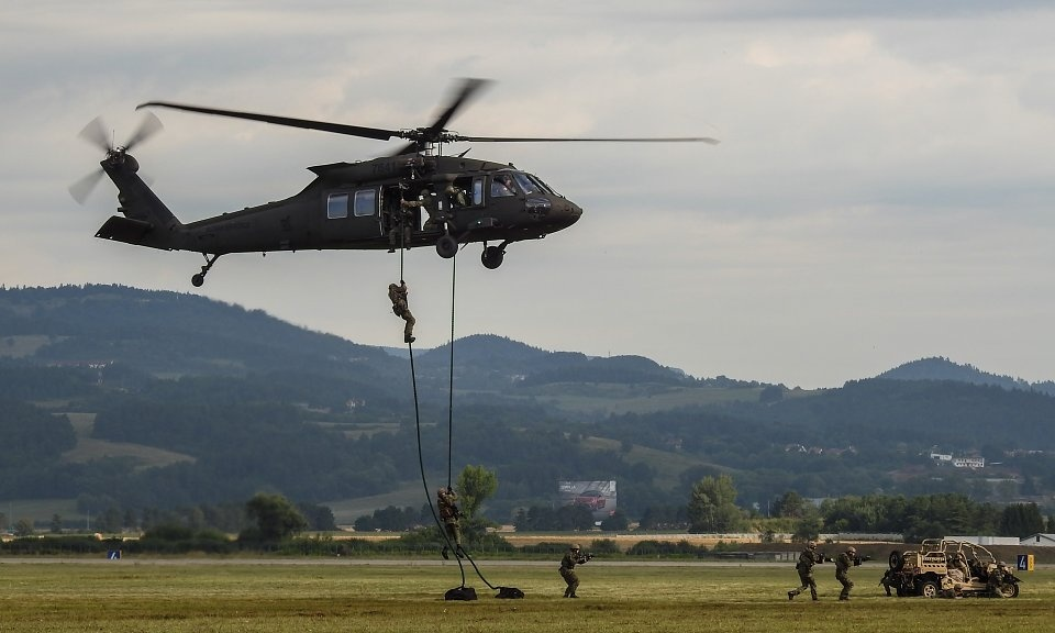 Sikorsky UH 60 Black Hawk